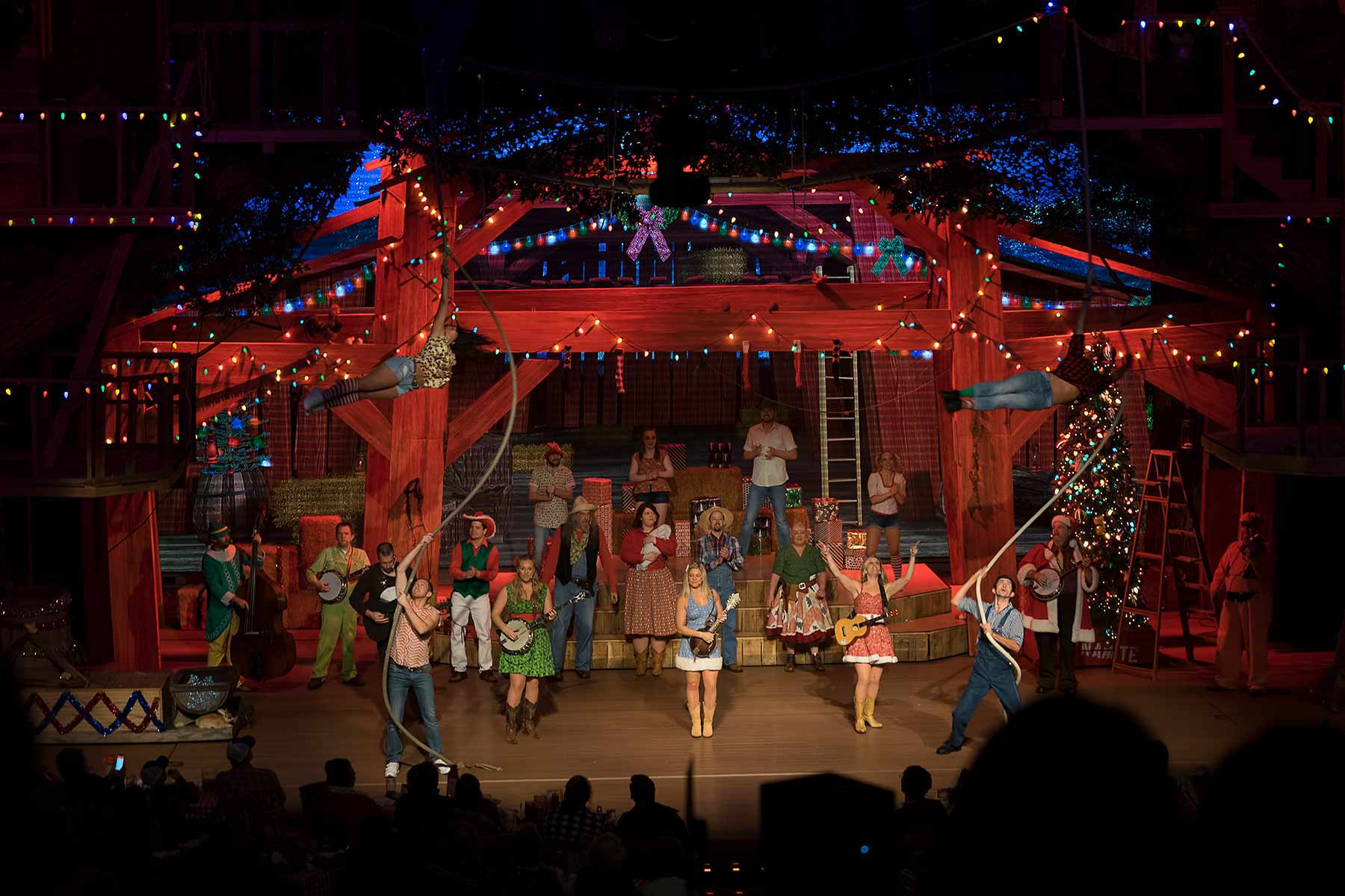 Hatfield & McCoy Christmas Disaster Dinner Show | Pigeon Forge, TN
